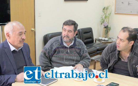 El alcalde Patricio Freire se reunió con los vecinos a quienes explicó la situación, recordando que la calle colapsó y era urgente intervenirla.
