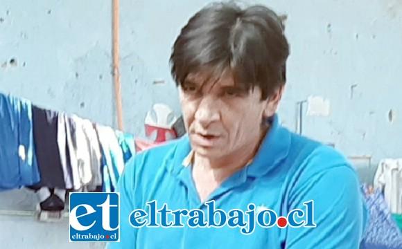 EL CREADOR.- Él es Pablo Zamora, artesano que se gana la vida y apoya a su familia creando muebles en madera.