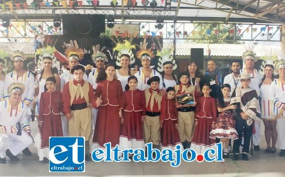 Integrantes del Conjunto Folclórico 'Los Carmelitos de Rinconada de Silva'
