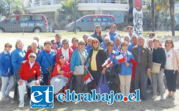 TREMENDOS TROTAMUNDOS.- Aquí tenemos a los adultos mayores más internacionales de nuestro país, ellos son el Coro de Adultos Mayores de San Felipe.