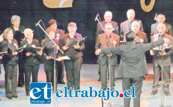 ¡GRANDE CHIQUILLOS!- Así lucieron en plena gala internacional, el público les aplaudió de pie tras su presentación.
