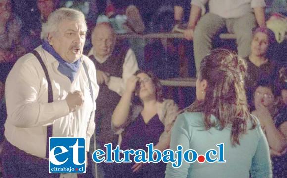 EL VILLANO.- Aquí vemos al furibundo alcalde de Las Caña (Carlos Salvo), enfrentándose a 'La Enemiga' del pueblo.