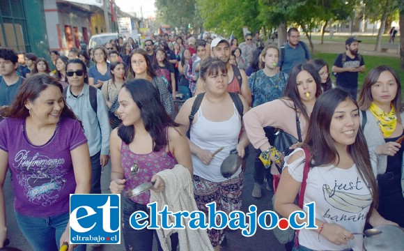 GRAN CONVOCATORIA.- Estas imágenes son más que elocuentes para describir la energía de esta masiva manifestación en las calles de San Felipe.