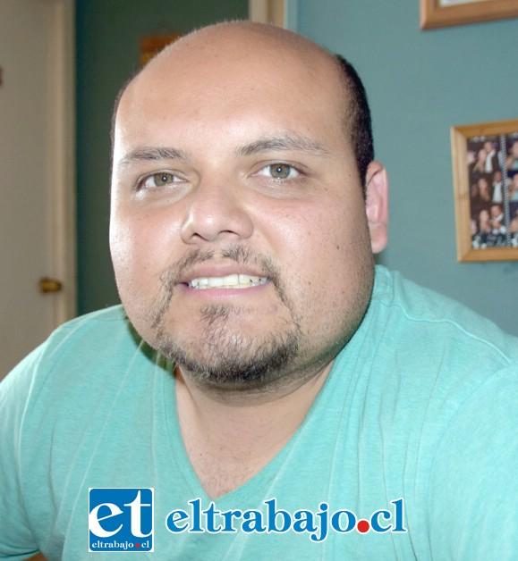Nelson Muñoz Castro, director de la banda.