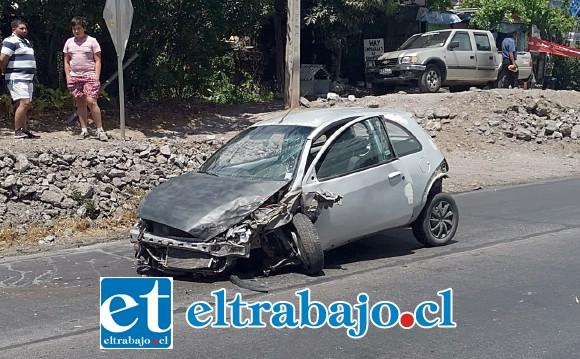 En estas condiciones quedó el vehículo tras la violenta colisión.