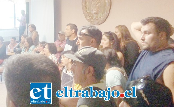 Los feriantes se reunieron con las autoridades la mañana de ayer, luego de la información dada a conocer en Diario El Trabajo referente a la división de la feria en dos para funcionar sábados y domingos.