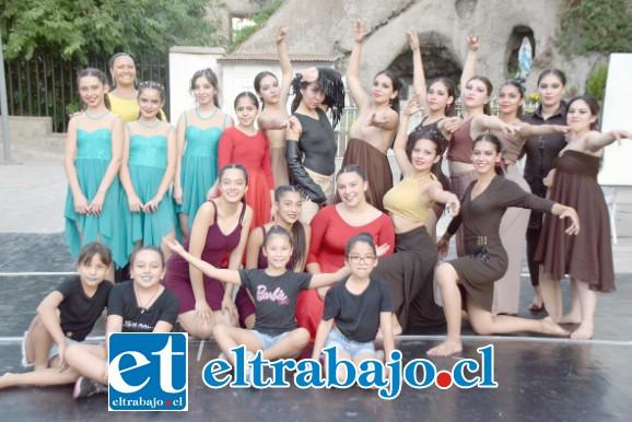 ELENCO DE LUJO.- Aquí vemos el elenco artístico 2019 del Taller de Danza Folclórica, mismo que se lució con sus mejores galas la tarde de este lunes en Buen Pastor.