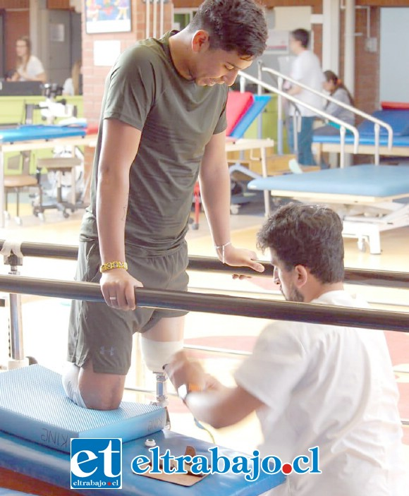 El joven sigue recibiendo una terapia intensiva en la Fundación Teletón en la región Metropolitana.