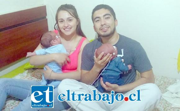 Juan Vera junto a su pareja Karime Orellana, padres de Felipe y Matteo, el último de los cuales se encuentra actualmente internado en la UCI pediátrica por Apnea.