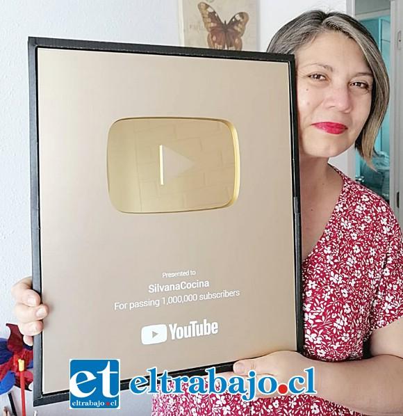 IMPARABLE.- Silvana Venegas nos muestra orgullosa el Botón de Oro que recibió tras menos de una década de arduo trabajo.