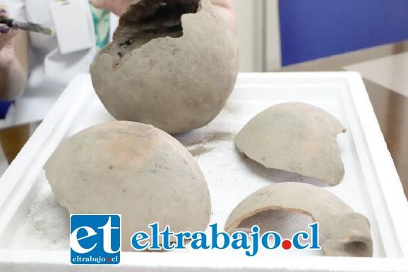 Vasijas de greda que podrían pertenecer a los pueblos originarios que habitaron la región hace siglos, fueron encontrados en las obras de construcción del resonador magnético que se realizan en el Hospital San Camilo.