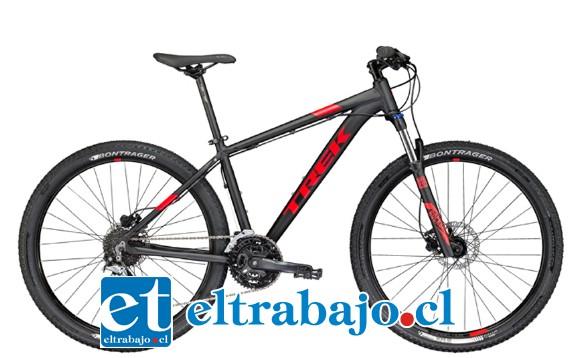 Dos bicicletas Trek, una roja y otra negra, fueron robadas la madrugada de ayer desde una vivienda ubicada en la villa Terra Noble, cuando los propietarios dormían.