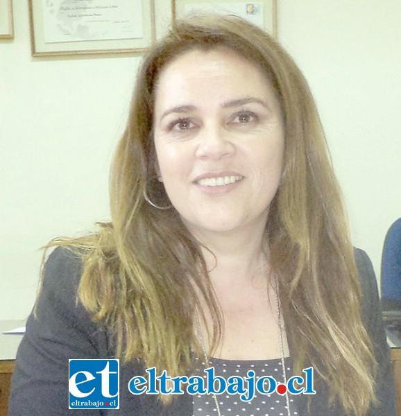 Encargada de la Autoridad Sanitaria, Claudia Abarca, llamó a la calma a la comunidad enfatizando que se trata solo de un caso sospechoso.