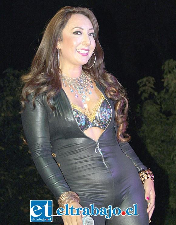 LOCURA POR THALÍA.- Fresia Casas hizo de las suyas en el papel de la actriz y cantante mexicana Thalía.