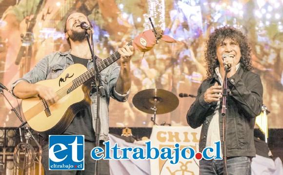 Nano Stern y Robeto Márquez de 'Illapu', cantaron juntos en el último día del llamado 'Carnaval de Todxs', en un momento inolvidable y emocionante para los miles de espectadores.