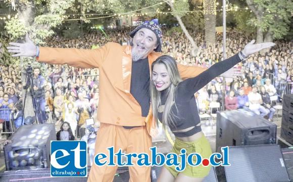 En su presentación del viernes, Paul Vásquez lanzó oficialmente su candidatura a 'Rey Feo del Festival de Viña' junto a la periodista boliviana Dayana Molina.