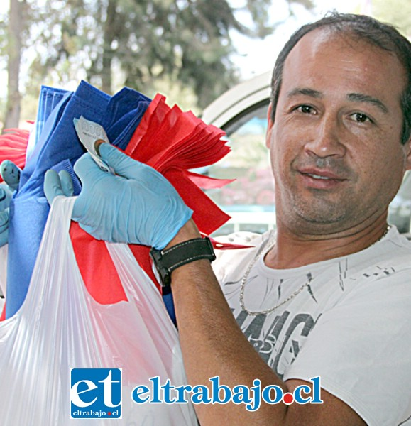 Pedro Núñez, feriante: «Vendo granos y bolsas plásticas, la venta no está difícil, lo que cuesta es conseguir productos en Santiago para traer a mis clientes».