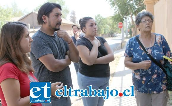 Familiares del occiso Danilo Cárdenas González, esperaban ayer al mediodía, a la salida del Servicio Médico Legal, la entrega del cuerpo para los ritos funerarios.