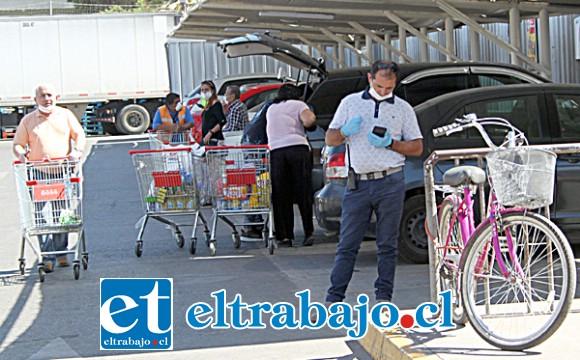 APENAS LO JUSTO.- En Acuenta también se mantiene una compra regular, los estacionamientos están a medio cupo.