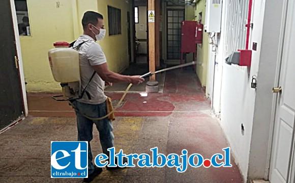 La sanitización al interior de los recintos penales también se ha vuelto una medida necesaria, tal como se realizó en el CET de Putaendo.