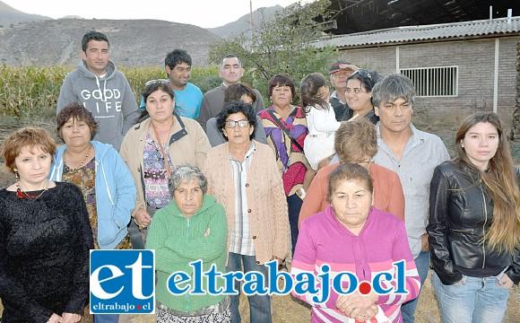 AÑOS ESPERANDO.- Estas son las familias que durante muchos años han esperado a que las autoridades les cumplan con este derecho humano básico: Agua Potable. (Archivo)