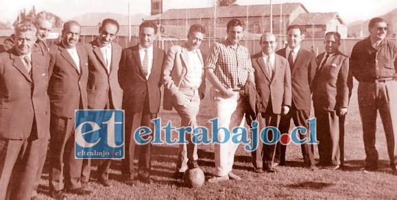 HIZO HISTORIA.- Aquí vemos a Serg io formando parte del primer directorio del Club Unión San Felipe.