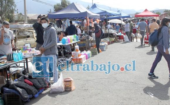 Ayer domingo se instalaron Bazar y Paquetería; mientras que el domingo 10 de mayo lo hará la Feria de Las Pulgas.