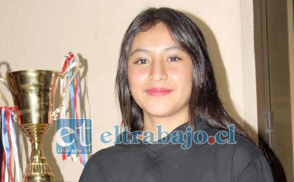 GRATA VISITA.- La ahora adolescente Francisca Zúñiga visitó nuestra Sala de Redacción para decirnos que sigue activa, pero debe esperar a que la Pandemia dé espacio para las competencias.