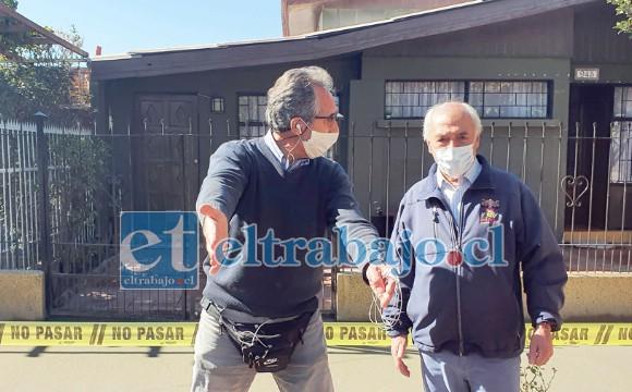 Vecinos del lugar coordinan con el alcalde Patricio Freire los detalles del trabajo.