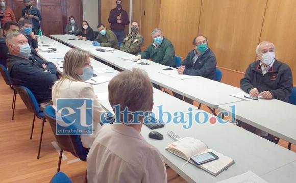 Una reunión de coordinación sostuvieron la mañana de este jueves el gobernador de San Felipe con autoridades de Salud, Ejército, Carabineros, y los alcaldes de la provincia.