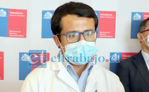 En la foto de archivo el Seremi de Salud de la Quinta región, Francisco Álvarez, quien se encuentra hospitalizado grave y conectado a ventilador mecánico por posible Covid-19.