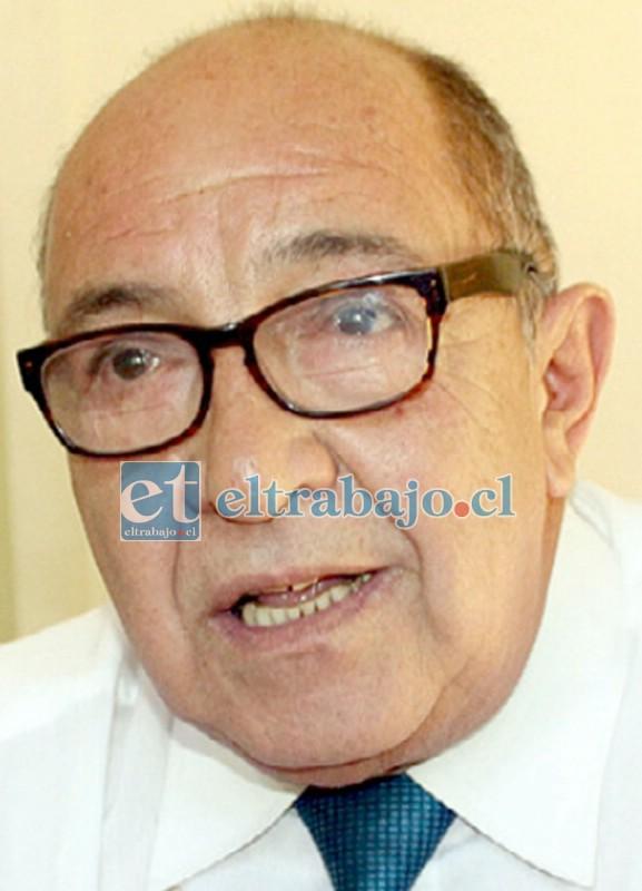 Lorenzo Vergara, conocido profesor sanfelipeño falleció ayer domingo en un accidente automovilístico.