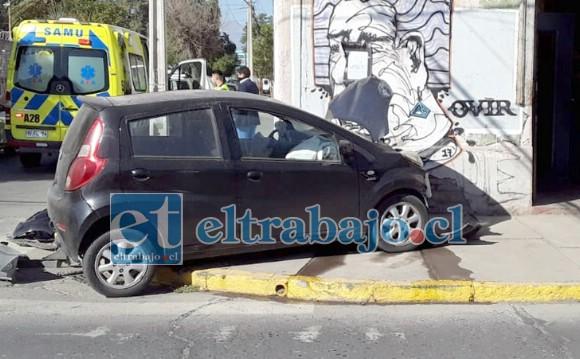 Como se puede apreciar en la imagen, el vehículo quedó a centímetros de terminar incrustado en el inmueble.