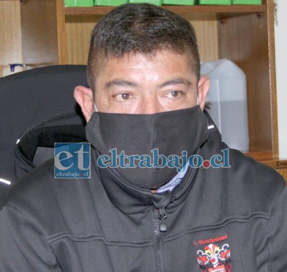 Fabián Campos Castro, jefe administrativo del Cementerio Municipal Alcalde Matías Tapia, de Almendral.
