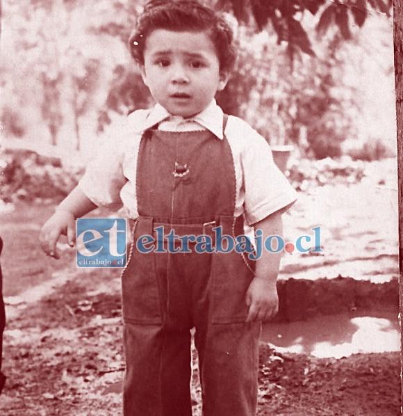 INSOSPECHADO TALENTO.- Aquí tenemos al tremendo Jorge cuando apenas tenías 3 años de edad, aún no había sufrido su accidente que le costó su mano derecha.