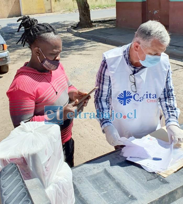 TRANSPARENCIA.- Cada entrega de recursos asistenciales a estas familias es confirmada en las actas de la organización.
