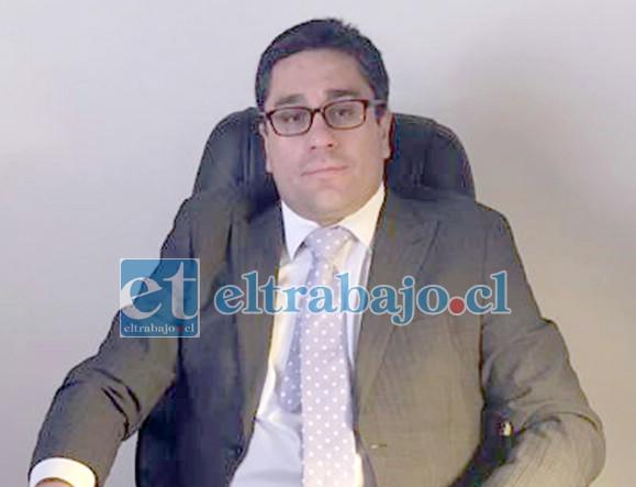 Fernando Castañeda Magna, abogado de las familias.