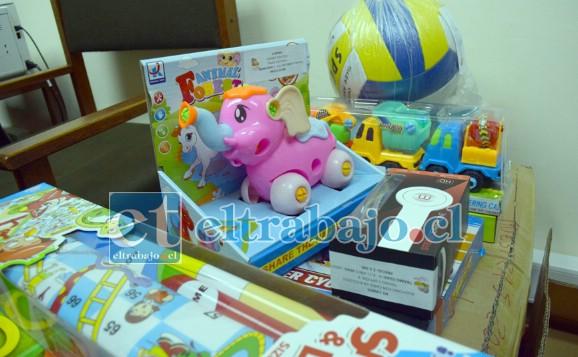 HUELE A NAVIDAD.- Estas son las muestras de algunos de los juguetes que miles de niños recibirán esta Navidad por parte del Municipio.