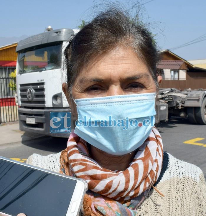 Johana Gajardo, vecina que impulsa una campaña para evitar más accidentes en el sector.
