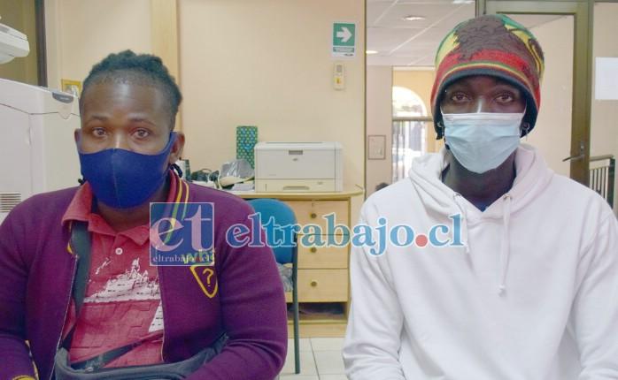 LOS DENUNCIANTES.- Ángelo Cemelos y Diovenson Thimau visitaron Diario El Trabajo para denunciar públicamente esta situación.
