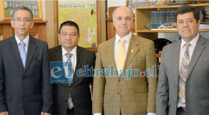 INDUSTRIALINOS.- Ellos son sólo una parte del personal a cargo de la Escuela Industrial Guillermo Richards Cuevas, de San Felipe. (Archivo)