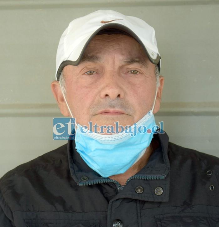 Gabriel Godoy Salinas, reclama por los ruidos que algunos talleres generan a altas horas de la noche.