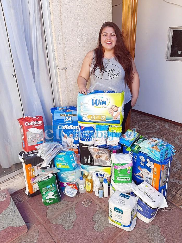 Yesenia Martínez Sánchez junto a parte de la donación que le ha llegado después de contar su drama a nuestro medio.