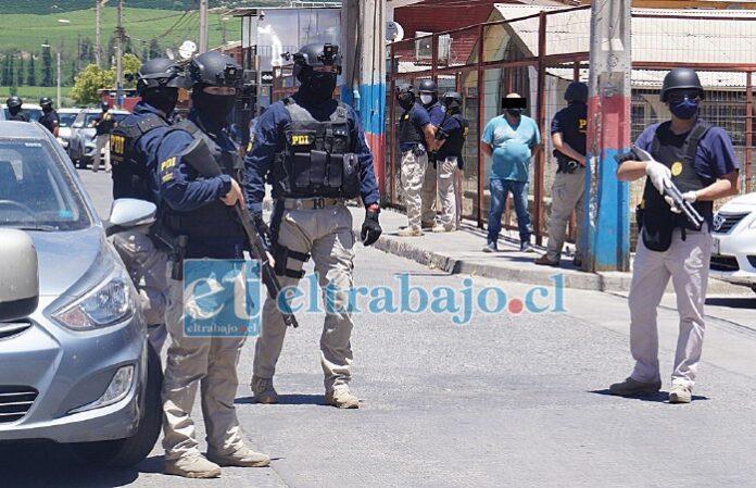 EL LARGO BRAZO DE LA LEY.- Fue un trabajo planeado desde hace meses, al final del día trece personas resultaron detenidas y mucha droga y armas fueron sacadas de las calles.