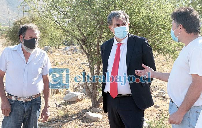 El alcalde Christian Beals se reunió con dirigentes de la Comunidad Agrícola Serranía El Asiento, comprometiendo apoyo para terminar con la explotación minera en esa área protegida.