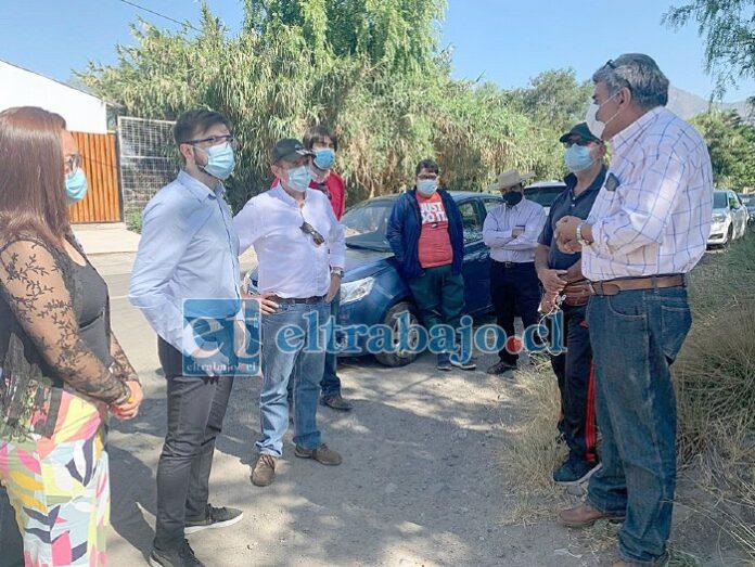 Diputado Luis Pardo junto al concejal Mario Villanueva y candidato a alcalde de Llay Llay, Fernando Astorga, se reunieron con dirigentes sociales.