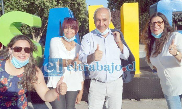 CON FUERZA Y VIGOR.- Aquí tenemos al ya candidato independiente a su reelección como alcalde de San Felipe, Patricio Freire Canto, acompañado por la dirigenta sindical Rosa Herrera y las dirigentas sociales Sady Fuenzalida y Yennifer Ortega (Independiente).