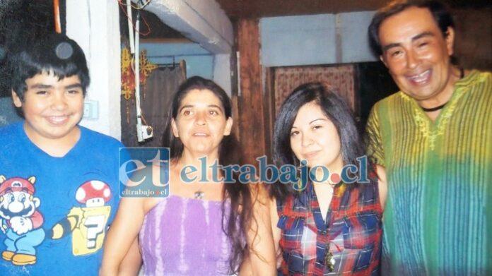 HOMBRE DE FAMILIA.- Luchito tuvo dos hijos: Alinka y Sebastián. Aquí lo vemos con su esposa Alicia Cruz.