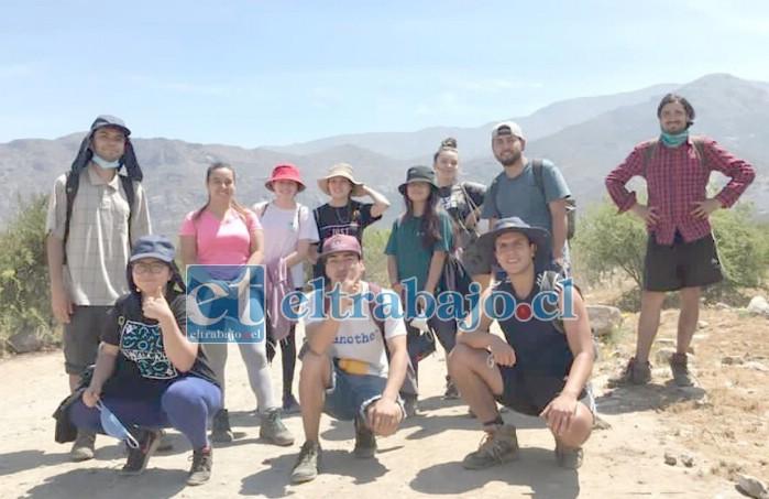 JÓVENES EJEMPLARES.- Estos jóvenes aconcagüinos desarrollan de manera permanente sus campañas medioambientales en muchos rincones de San Felipe y otros sectores del valle.
