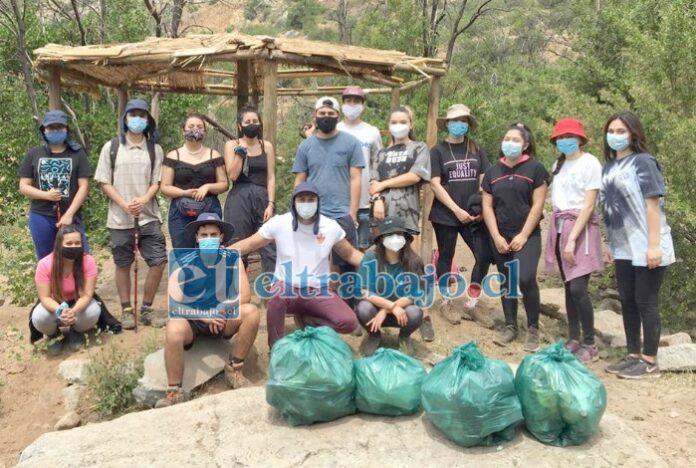 LIMPIANDO NUESTRA COMUNA.- También desarrollan campañas para recolectar basura de los espacios públicos, recuperándolos así para los vecinos.